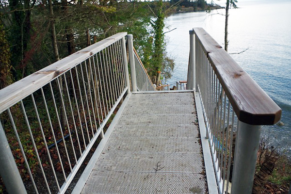 shoreline-design-metal-stairs-001
