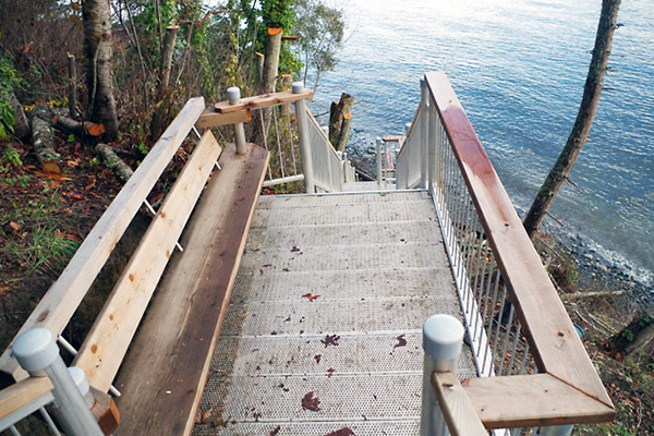 shoreline-design-metal-stairs-003