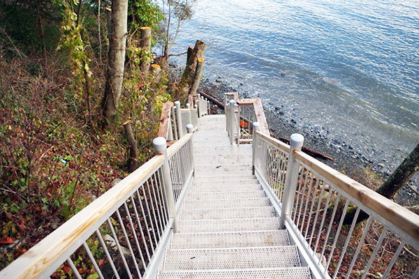 shoreline-design-metal-stairs-004