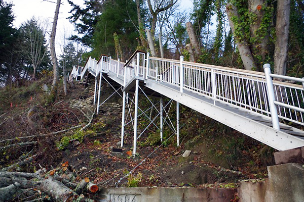 shoreline-design-metal-stairs-008