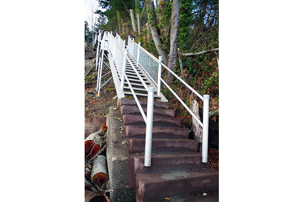 shoreline-design-metal-stairs-009